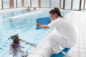 Exercice en piscine pour adulte