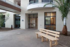 L'atrium se situe dans le prolongement de l'entrée du CRF. Il constitue le rez-de-chaussée du secteur adulte, espace de repos et de détente.