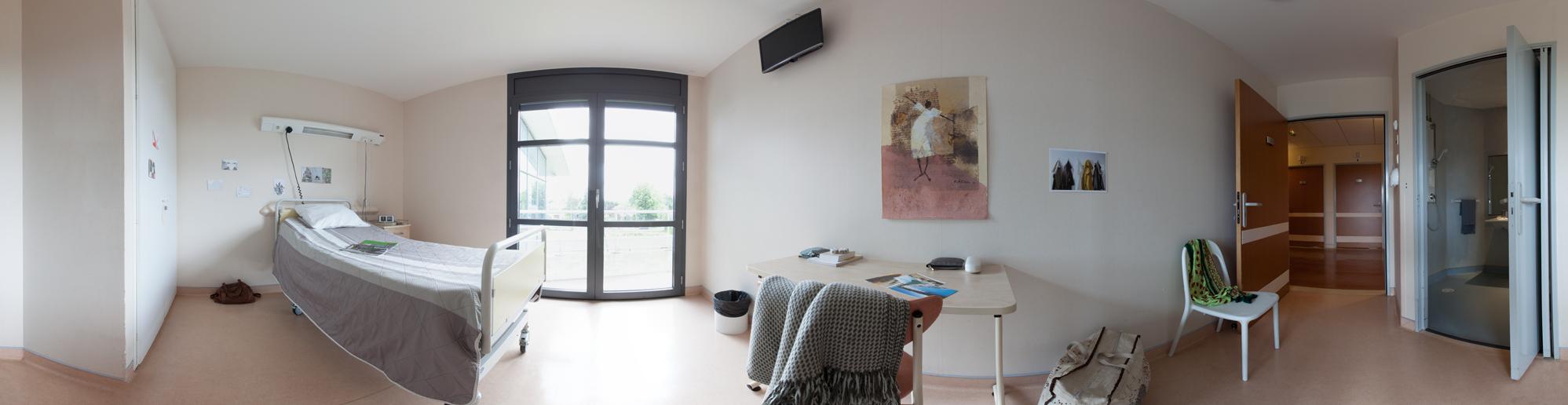 Les chambres simples du secteur d'hébergement des adultes sont chacunes équipées d'une salle d'eau privative.