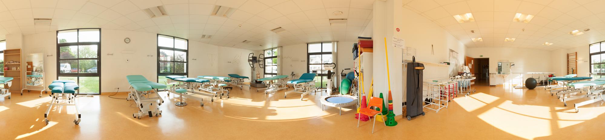 Cette salle constitue une des 4 salles de rééducation du plateau de rééducation des adultes.