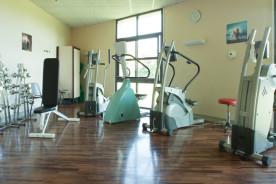 Cette salle est située sur le plateau de rééducation des adultes. Les équipements disponibles sont dédiés au renforcement musculaire et au réentraînement à l'effort.